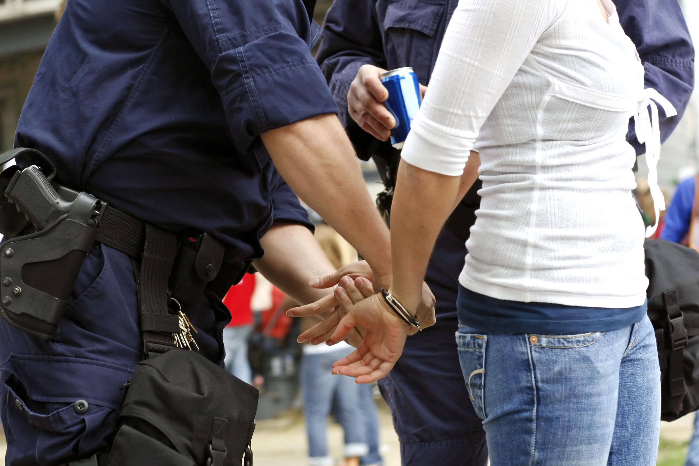 Θεσσαλονίκη: Τέσσερις συλλήψεις για εμπόριο κοκαΐνης και κάνναβης ...