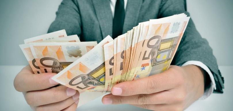 К чему снится во сне заем, занимать деньги (толкование из большого сонника).